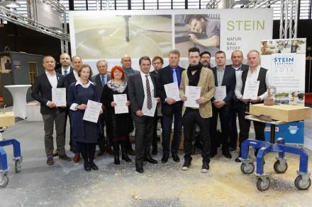 Die Gewinner des österreichischen Grabmalpreises und des Preises der Steinmetzmeister in der Denkmalpflege 2015. Beide Auszeichnungen wurden auf der Messe Monumento in Salzburg im Rahmen der Bildungswoche des Steinzentrums Hallein vergeben.