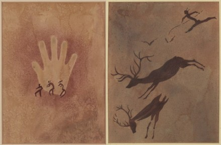 "Links: ""Hand mit drei kleinen Figuren"". Ägypten, Gilf Ke-bir, Wadi Sura, 4400–3500 v.Chr., Aquarell von Elisabeth Charlotte Pauli, 1933, 49,5 x 34,5 cm. Rechts: ""Hirschjagd"", Spanien, Valltorta, Cueva Mas d'en Josep, 8000-3000 v.Chr., Aquarell von Alf Bayrle, 1934, 50 x 38 cm."