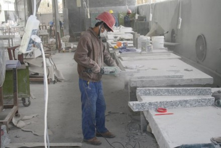 Arbeitssicherheit und Gesundheitsschutz sind Themen, die auch in Asien wichtig werden müssen.