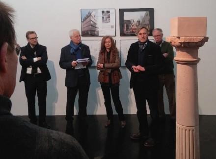"""Vernissage der Ausstellung. Im Vordergrund die Spolie """"Bartetzko"""". Foto: Bernhard Schneider"""