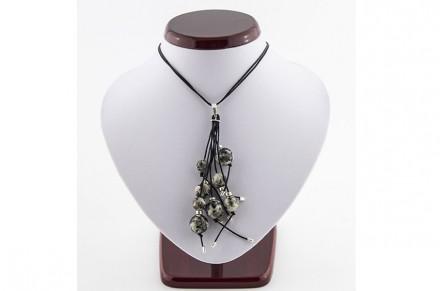 Aleksandra Skolak: Design de joias com rochas ornamentais.