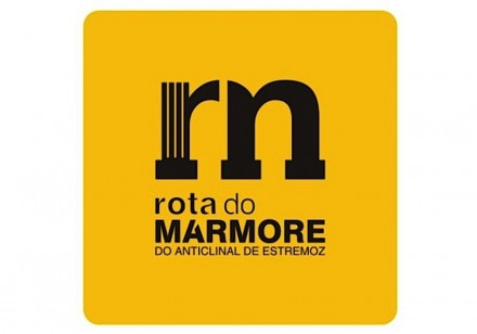 Logotipo da Rota do Mármore do Anticlinal de Estremoz.