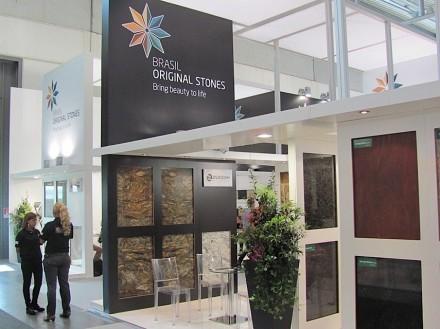 Desde 2012, as empresas brasileiras do setor de rochas estão com um novo slogan e um estande comum redesenhado.