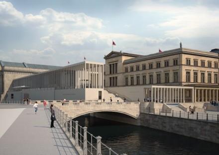 Die James-Simon-Galerie (derzeit im Bau) und das Neue Museum (rechts). Blick von Süden über Kupfergraben und Eiserne Brücke.