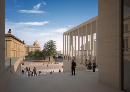 Blick vom Besucherzentrum vorbei am Alten Museum (links angeschnitten) zum Schloss-Humboldtforum.