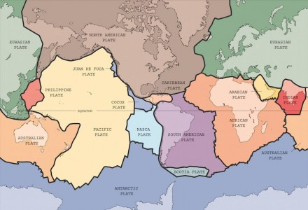The big plates of the earth crust in colors with the continents. Chart: Wikimedia Commons