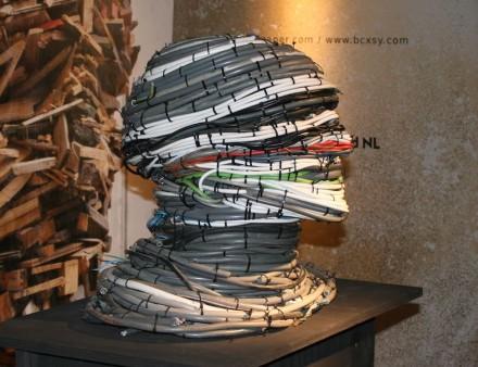 """Arte de <a href=""""http://leffamsterdam.com//""""target=""""_blank"""">Piet Hein Eek</a>."""