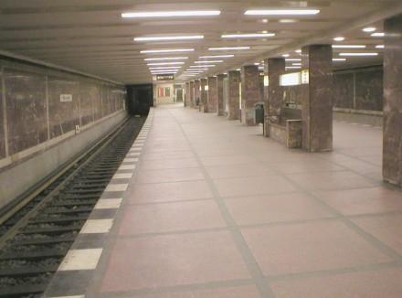 Auch die Säulen sind mit Marmor verkleidet. Foto aus dem Jahr 2003: Jcornelius / Wikimedia Commons
