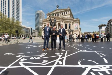"(f.l.t.r.) Alte Oper's General and Artistic Director Dr Stephan Pauly, Daniel Libeskind and Country Manager for Cosentino Germany, Pierre Heck unveil ""Musical Labyrinth"" in front of the Alte Oper in Frankfurt/Main, Germany. Photos: Cosentino Group"
