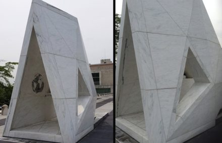 The memorial as a whole represents a stylized ship although in the readers' mind's eye an analogy to a large tent or tarpaulin.