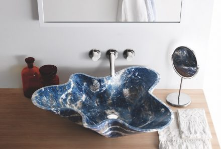 At Salone del Mobile 2016, Kreoo hat presented the Bowl n.1 of its Nabhi Collection, in Blue Sodalite. Photo: Kreoo