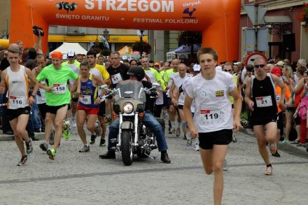 """""""The Strzegom 12 - Let's run together"""" (Strzegomska Dwunastka - Biegajmy Razem) is the title of a course starting at the marketplace leading along various quarries back to the market place with a length of 12 km."""