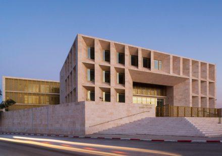 AAU Anastas: Gerichtsgebäude in der Stadt Toulkarem in Palästina.