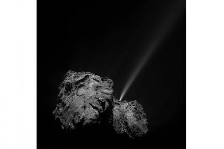 Beim Erreichen des sonnennächsten Punkts seiner Bahn brechen Gas-Jets aus dem Kometen heraus und wird Staub ins All geschleudert. Experten schätzen, dass Tschuri sich nach 1000 weiteren Umläufen aufgelöst hat.
