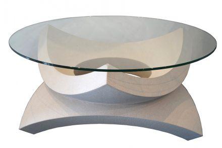 Linß, Tony: Tischobjekt aus Kugelsegmenten. SCHÖNBRUNNER SANDSTEIN. L x B x H in cm: 106,2 x 92 x 46,4.