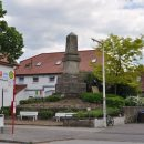 Der Rantzau-Obelisk vor Beginn der Sanierung im Jahr 2012. Foto: Ajepbah / Wikimedia Commons