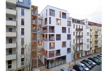 Wohnhaus E3 aus Holz in Berlin, Esmarchstraße. Kaden & Klingbeil Architekten. Foto Bernd Borchardt