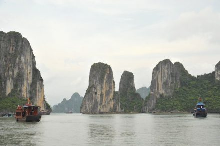 Ha Long Bay limestone islands. Photo: Emilio Labrador / Wikimedia Commons