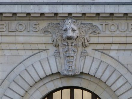 Detail of the façade of the Musée d'Orsay. Source: Wikimedia Commons / Dinkum