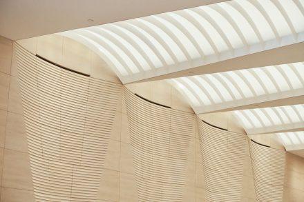 In zahlreichen weiteren Details tauchen sie auf, und machen so den Eingangsbereich zum Zugang zu einer besonderen Welt.