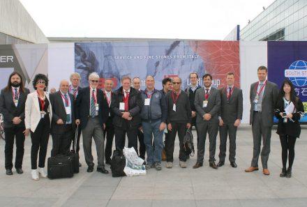 Ein Teil der Euroroc-Besuchergruppe vor der Messe.