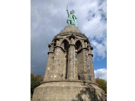 Der Unterbau des Hermannsdenkmals besteht aus Osningsandstein. Foto: Pkw98 / Wikimedia Commons