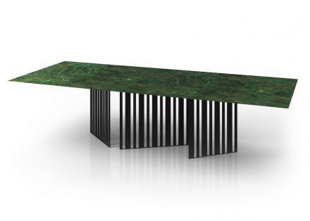 Die brasilianische Firma Sette 7 zeigte einen Tisch mit Platte aus Greenpeace Quarzite.
