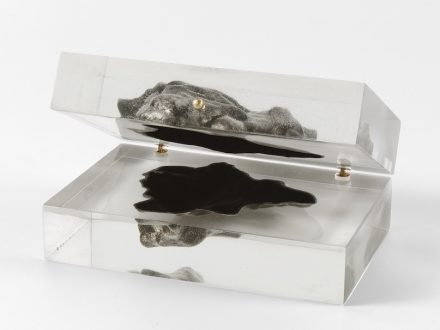 "Merely decorative: ""Sideroid Azimuth"": a 3D-reproduction of an actual meteorite. The hollow facsimile is encased in plexiglass resin and can be opened like a jewelry box."