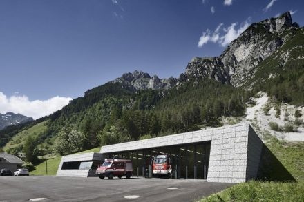 Roland Baldi Architekt: fire station Pflersch.