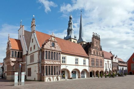 Historisches Rathaus Lemgo als teils verputzte, teils steinsichtige Baugruppe aus dem 14.-17. Jahrhundert. Foto: Christiane Herl, Stadt Lemgo