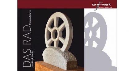 """Plakat der Ausstellung """"Das Rad"""" mit Steinskulpturen von Jens Hogh-Binder."""