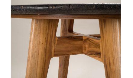 "Peca: ""Lava table""."