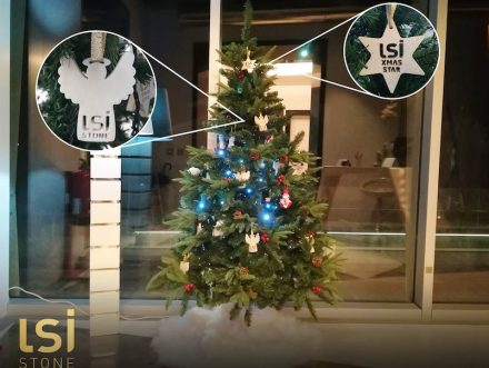 """<a href=""""http://www.lsi-stone.com/""""target=""""_blank"""">LSI Stone</a> company from Portugal decorated the Christmas tree in its showroom with angels made of white marble and limestone stars."""