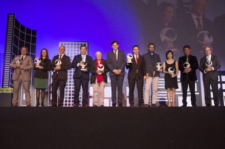 Die Preisträger der Premios Macael 2017. In der Mitte (6. v.l.) AEMA-Präsident Antonio Sánchez.