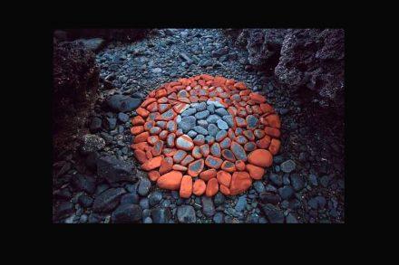Hama Lohrmann: Steine, Erdpimente. Goa 2005.