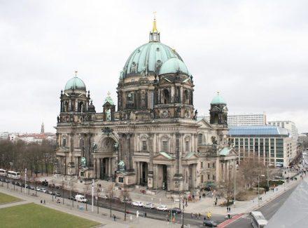 Naturstein prägt den Berliner Dom innen und außen.