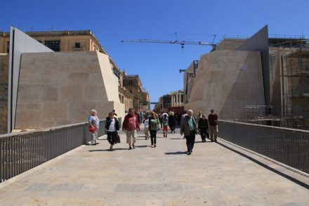 City Gate, La Valletta, during construction (2014), without the two 25 m-high masts. Photo: Frank Vincentz / Wikimeda Commons