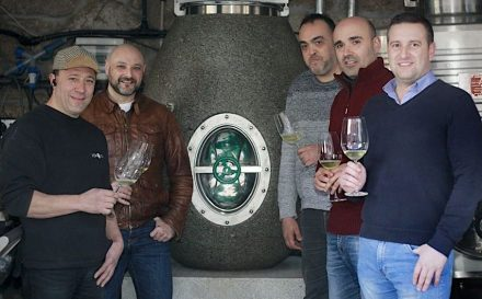 Das Ànforum-Team (v.l.n.r.): Santiago Roma (R&D&I, Weinspezialist), Cayetano Otero (Weinproduzent), Martin Busto (Verkauf), Alexandre García (Design), Fernando García (Manager und Technikchef). Foto: Monica Irago / La Voz de Galicia