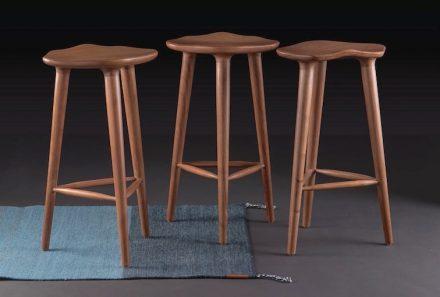 """Peca, Caterina Moretti: counter stools """"Tam""""."""