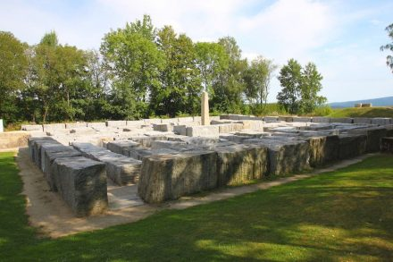 Das Granitlabyrinth in Kirchenlamitz im Geopark Bayern-Böhmen. Foto: Benreis / Wikimedia Commons
