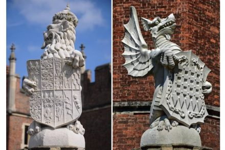 Die King's Beasts vor dem Hampton Court Palace. Fotos: Philip Halling (links), Duncan Harris (rechts) / Wikimedia Commons