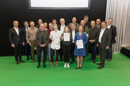 Gruppenbild der Gewinner mit Vertretern der Bundesinnung und des Steinzentrums Hallein.