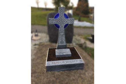 """Ein weiterer 2. Preis ging an Steinmetzmeister Benedikt Pointner aus Hofkirchen an der Trattnach, OÖ, für sein """"Irisches Kreuz"""" aus grauem Marmor."""