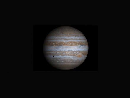 Um den Riesenplaneten Jupiter (Foto: NASA) kreist in gehörigem Abstand aber in umgekehrter Richtung der Asteroid 2015 BZ509.