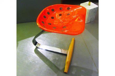"""Sitz """"Mezzadro"""". Foto: Andrea Pavanello / Wikimedia Commons"""