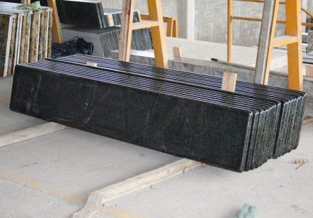 Küchenarbeitsplatten sind Standardprodukte der Steinbranche, Fensterbänke sind ein wenig außerhalb des Fokus.