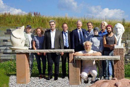 Die Teilnehmer des Symposiums nebst Offiziellen. Foto: Kompetenzzentrum