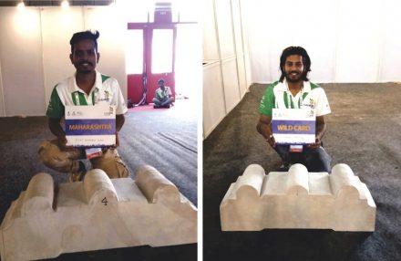 Zwei Teilnehmer an dem Wettbewerb: einer aus dem Bundesstaat Maharashtra; einer, der mit einem Freilos in den Wettbewerb gekommen war.
