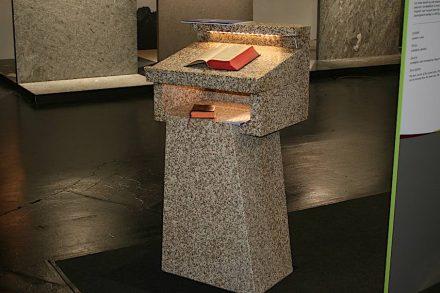 "Presentation ""Unser Naturstein"": speaker's desk/ambo, <a href=""https://www.vates.de/""target=""_blank"">Granitwerk Vates</a>."