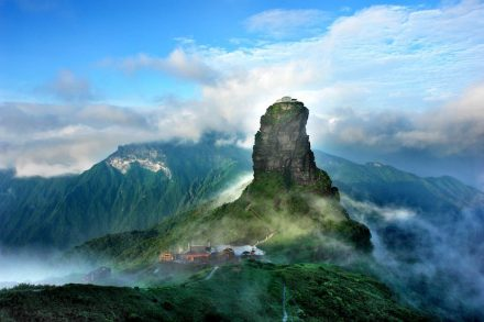 Fanjingshan. Photo: Zhou Wenqing / Office of the Leading Group for World Heritage Application of Tongren City